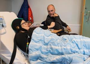Tryggheten för Maria finns i familjen. Hennes man Jens sitter med Maria under alla cellgiftbehandlingar hon får.