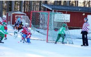 Liljans SK Bandy fråb Svärdsjö hade fyllt ut lagen med spelare yngre än 13 år trots det vann laget komfortabelt mot Västanfors från Fagersta med klara 7-3.