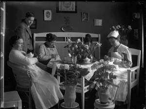 Läkaren Josef Lundblad såg till att dokumentera trivseln på Skogsfjällets sanatorium.