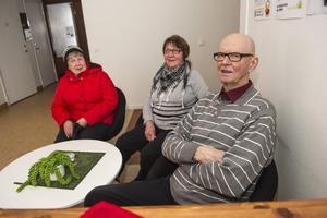 Den lite äldre publiken kan man lita på. På plats i Bredbyn fanns Iris Genlund, Irma Bergvall och Rolf Bergvall – för att prata och för att få sig lite fika.