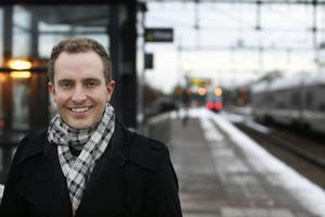 Tomas Tobé, M, vill att betyg  införs redan från årskurs tre.