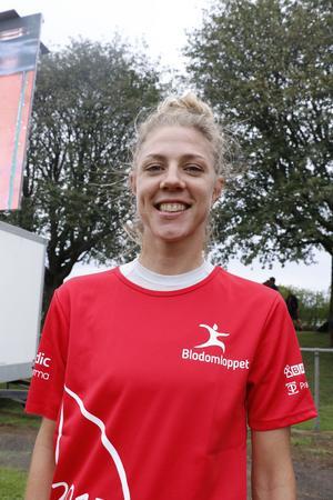 Emilia Fahlin gjorde en blixtvisit hemma i Örebro den här veckan för att vara ambassadör för löpartävlingen Blodomloppet, där hon joggade runt femkilometersbanan.