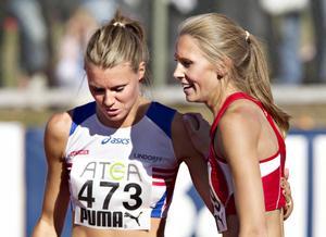Emma Gren (t.v) och Ebba Jungmark hade en tuff tävling på SM 2011. Ebba vann till slut.