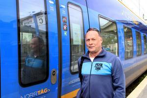 Mats Larsson är besviken på Norrtåg som gjort det dyrare för äldre att åka tåg.