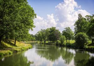Sköna vyer kantar sjövägen mellan Mem och Sjötorp. Sammanlagt är Göta kanal 190 kilometer lång. Det gör den till Sveriges största byggprojekt genom tiderna.   Foto: Shutterstock.com