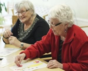 Trevligt tillsammans. Ulla Eriksson och Barbro Pettersson är några av de som deltagit i studiecirkeln.