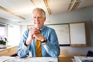 Kommunchefen Claes Rydberg berättar att det arbetas med uppföljning av beslut