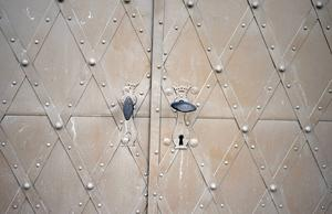 Då de fick motta nattvarden i kyrkan bommades dörrarna för så att ingen skulle kunna ta sig in eller ut ur kyrkan.