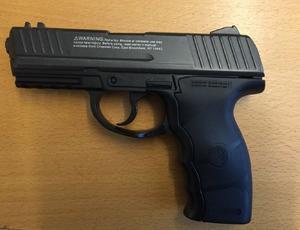 Bild ur förundersökningen på mannens soft air gun.