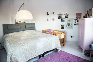 Än så länge sover Lykke med sina föräldrar. Vilket rum hon ska bo i sen är oklart.