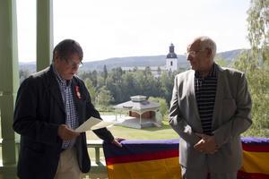 Claes Sundelin, ordförande i Hälsinge Akademi, läste motiveringen bakom Yngve Aronssons kulturbelöning.