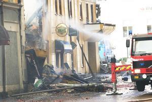 Puben som branden tros startat i är totalförstörd. Foto: Stina Rapp