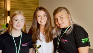 Louise Solberg, i mitten, som har varit mentor åt Sabina Bernhardsson och Emilia Lundqvist är stolt över tjejernas engagemang och mognad.