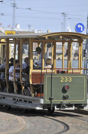 Spårvagnar är ett utmärkande inslag i stadsbilden i Helsingfors.