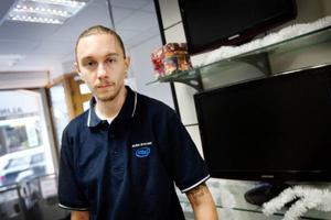 Datateknikern Mikael Sjödin har ägnat sig åt datorer i över tjugo år. Han tycker att den nya fildelningslagen är ett spel för gallerierna för att blidka film- och musikindustrin. Foto: Ulrika Andersson