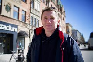 Sverker Ottosson (MP), som varit ordförande i det kritiserade INSU, och fått en lön på 54 000 kronor i månaden.