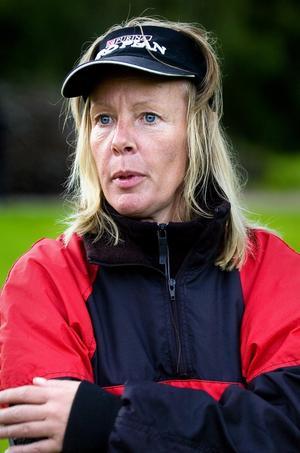Anna-Lena Johansson ägnar två till tre kvällar varje vecka åt träning tillsammans med sin hund. Foto:Jonatan Svedgård