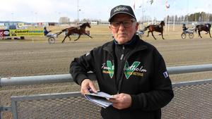 Sven-Göran Eklund transporterar hästar till de olika loppen.