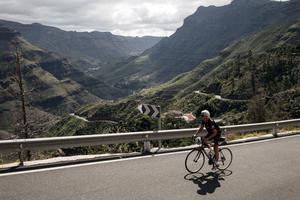 Allt fler cyklister utmanar de höga bergen.