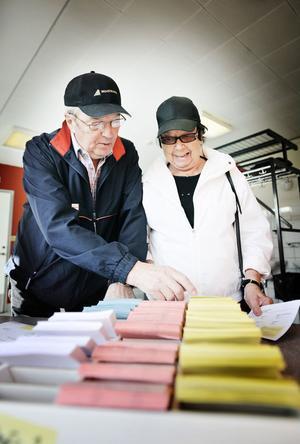 Harry och Signe Persson tyckte att valproceduren var i krångligaste laget. En åsikt de delade med många andra.