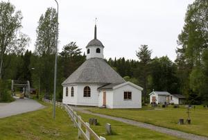 På kapellet i Lögdö har det länge varit problem med läckande tak och mögellukt. Nu ska problemen äntligen åtgärdas.