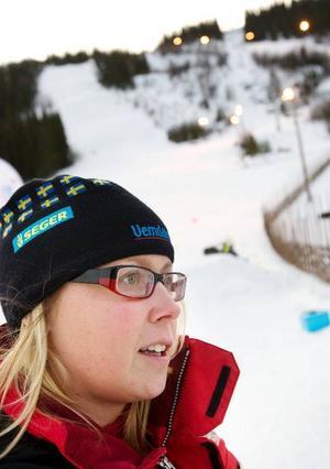 """Invigningen av Klövsjö Express fick vänta tills det fanns många gäster i slalombackarna. """"Vi tycker att det är bra att inviga den nu när vi har många gäster här"""", säger Malin Häggblad, informatör vid Skistar i Vemdalen."""