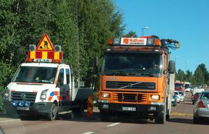Peab stängde ena körbanan vid Noretbron under måndagen, vilket vållade långa köer.