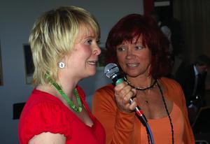 Körmedlem. Anna Sommar, 22 år, har sjungit i ungdomskören sedan hon var 13 år. Här intervjuas hon av Britt-Liz Jönsson.