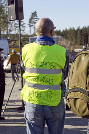 Margareta Berg Kjellin lovade i sitt anförande att ta i tu med både dubbelspår och cykelvägar. Att det finns önskemål om det senaste syntes på en del ryggar i samband med invigningen.