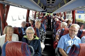 Bjudresa. På onsdagen fyllde Röda Korset en busslast med äldre Laxå- och Röforsbor. Målet var mat i Brändåsen och fika i Fjugesta.