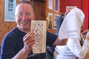 Så här glad blev John Rensberg när han vann en Tännäsmössa.