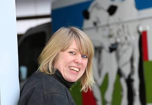 Erika Enckel flyttade hem till Medskogen och startar mjölkproduktion. Jag startar i liten skala och sen får vi se var det slutar, säger Erika.