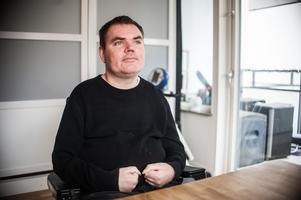 Andreas Thörn har tillstånd av Läkemedelsverket att få ut cannabis på recept mot smärtan. Preparatet intas oralt.