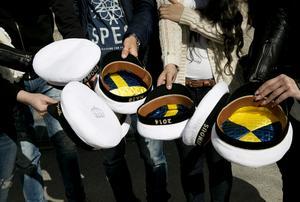 Eleverna har beställt mössor men fick inte vara med på den traditionella mösspåtagningen.