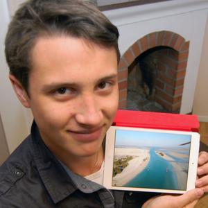 Just nu är Tim hemma i Sverige på en kortare visit. Han visar en bild på miljön från Qatar.