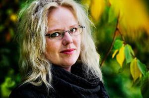 """Helen säger att hon älskar bokbranschen, men att den också kan vara ganska stelbent och konservativ emellanåt. På egna förlaget Basil kommer hon i huvudsak att satsa på brittiska romaner med torr, satirisk humor. """"Det finns en hel del sådana författare som jag tror skulle funka i Sverige"""", säger hon."""