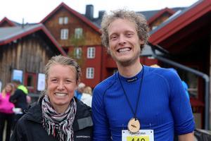 T. h. Vinnaren på 24 km Daniel  Näslund med tvåan i damernas 11 km, Anna Maria Sjöström