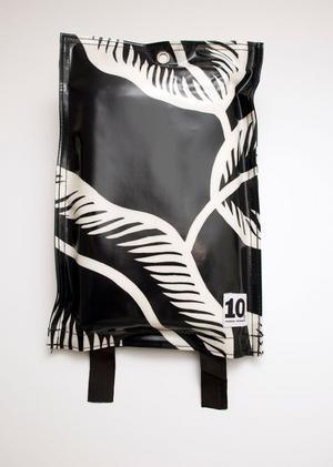 Täckning. Brandfilt i förvaring med mönster från 10-gruppen, finns bland annat på www.stgeorge.se. Pris: 359 kronor.