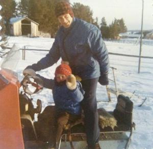Redan som liten parvel var Christer Oliw ute med sin far Åke Jönsson som då var landslagstränare för svenska skidlandslaget och aktiviteter på snön har fortsatt livet igenom.