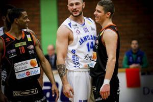 Jämland och Srdjan Vukovic tar sig an ett svårspelat Solna i dagens omgång i Basketligan.Arkivbild: Stefan Lundin