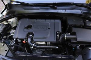 Även om det står Volvo på motorn så är det en fransk 1,6-litersdiesel under locket. Men motorstyrningen är utvecklad i Göteborg.