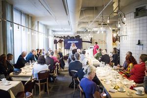 Det rullande slakteriet blir det första för nötkreatur i Sverige, och lockade många nyfikna till presskonferens på köttrestaurangen AG i Stockholm.