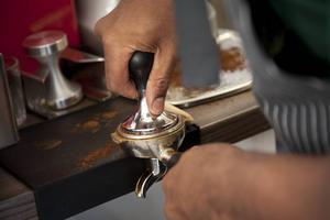 Både hans far och farfar har arbetat med kaffe, nu är det Michael Missailidis tur.