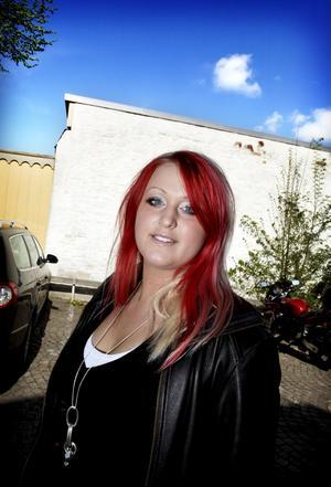 Framtid i London. Madeleine Käck Andersson arbetar på Bombardier. Om några år vill hon börja plugga till advokat. Hon tycker att Västerås är en för liten stad och i framtiden vill hon bo i London.FOTO: TONY PERSSON