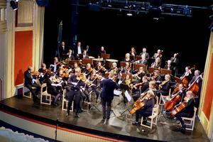 Två unga grabbar, Magnus Larsson och Joel Nyman, och ett fyrtiotal symfoniker i SHOF bjöd på en fantastisk konsert.