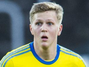 Joakim Nilsson, 21 år, fotbollsspelare:       – Nej, ensam har jag aldrig firat, det blir alltid med familjen. Och det är jag glad över.