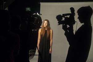 Malin Gadeborg, alias Louise Lémon och hennes filmteam satsade på nära bilder med diskret bakgrund.