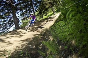 Det blir full fart utför med cykel på Frösön.