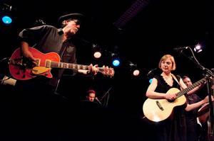 Eilen Jewel har spelat med samma band sedan hennes första skiva släpptes för sex år sedan. Det är inte första gången gruppen turnérar i Sverige.