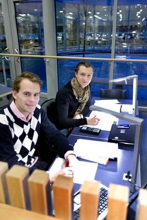 För lite undervisning. Erik Andersson                        och David Broberg-Engstrand, studenter på programmet för ekonomisk fastighetsförvaltning tycker att det är för lite undervisning på högskolan.